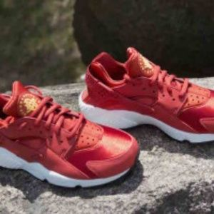 Nike Huaraches~Red/Orange/Cinnamon~Sneakers